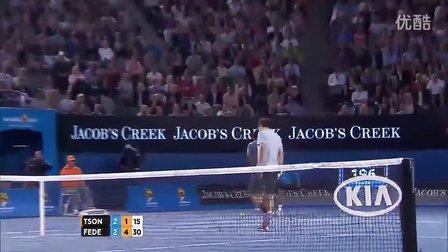 2013澳网8强赛松加救球失败假装生气对着费德勒砸球