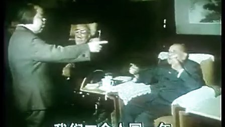 14邓颖超在一次会议间隙和邓小平、陈云比起了年龄