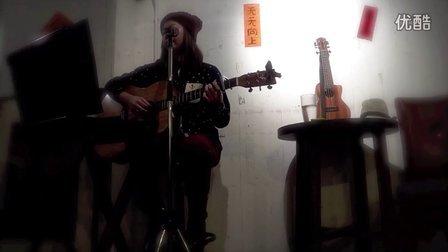 陈蓓蓓_uku懒懒 《全世界失眠》 在香港TC2 Cafe的小小弹唱会
