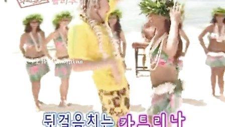 疯马上传-搞笑 猥琐男跟美女学跳夏威夷草裙舞