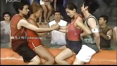 疯马上传-是男人都想参加的 水上美女情趣掰手腕比赛