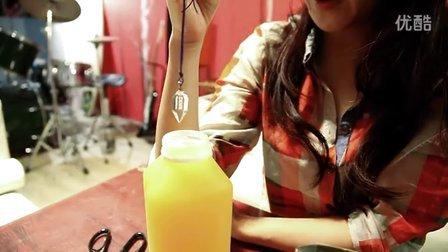 產品愛用者 荷希用CRYOS冰晶能量水晶,測試果汁,為天然產品