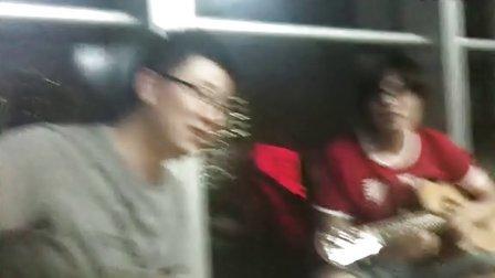 雨夜中钢15层,戴叔叔和刘美丽给大家讲故事
