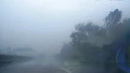 自驾游沪陕高速途中遭遇特大暴雨,雨刮器差点报废掉