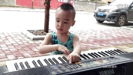 【拍客】小小调琴师