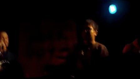 朋友L.C与五角星乐队在育音堂演出