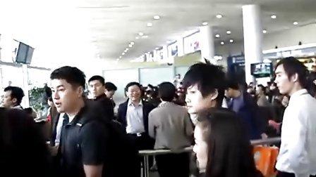 09.4.25上海米送春春回北京