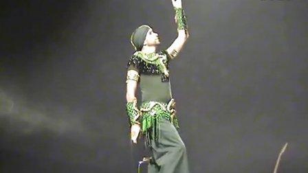男性肚皮舞者 ASI HASKAL 显示在法国