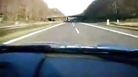 奔驰SLR迈凯伦德国高速极速