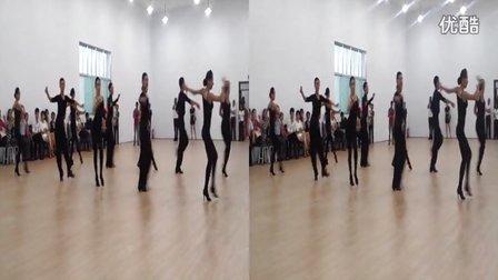 本校学生在华东舞蹈学校大厅训练