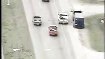 不会开车的罪犯抢了辆车 后果相当严重