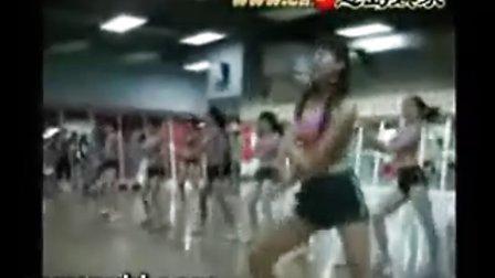 实拍美女健身房热舞.avi