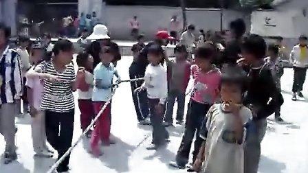 鸣放小学第一届校运会,三四年级拔河