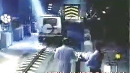 梅赛德斯奔驰G级越野车强悍碰撞试验