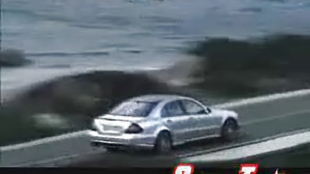梅赛德斯奔驰E63 AMG驾驶体验视频