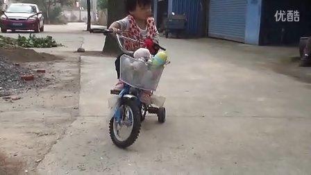 看2岁霸气小象腿宝宝够不着踏板,如何骑车
