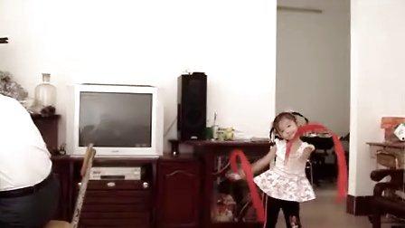 闻歌起舞(何朱莅3岁半)