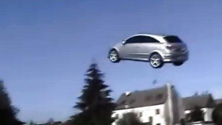 国外超酷改装 一辆会飞的汽车