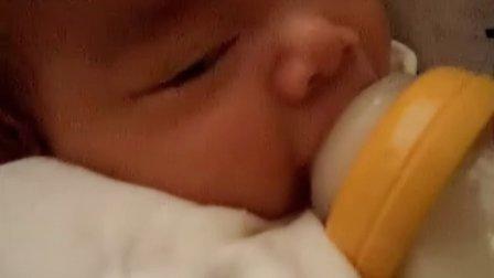 【一个多月大】7-7宝宝吃奶