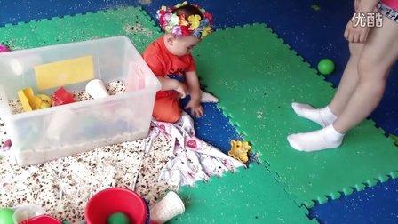 【13个月大】7-7哈哈带着小花玩沙子IMG_0260