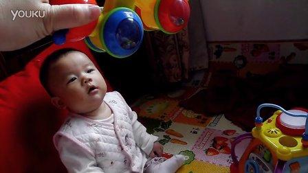 萌小A和她的毛毛虫玩具