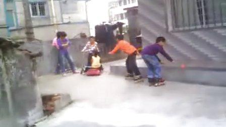 牛牛看姐玩滑板