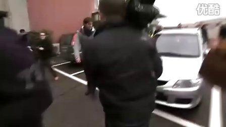 """2010天王费德勒陪纳达尔在苏黎世逛街午餐访问--""""为了非洲""""费纳慈善赛备赛"""