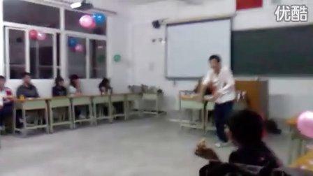 实高校运高二六班狂欢视频1