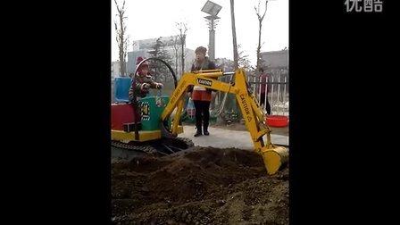 济宁微装 儿童挖掘机 游乐吊车 研发专利产品