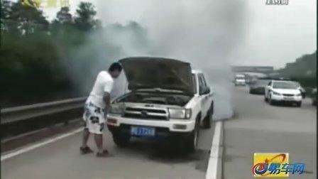 豪车劳斯莱斯发生车祸 损失近百万
