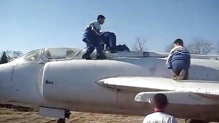 锦州可爱的小朋友玩飞机