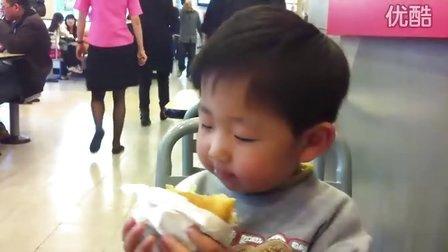 哈哈,带儿子去麦当劳