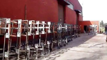 山东鸿盛公司为湖北襄阳生产餐桌现场