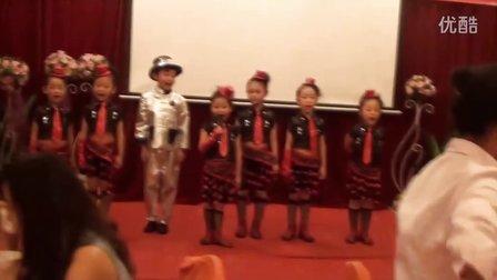 小天使幼儿园的尚芯羽领背《弟子规》