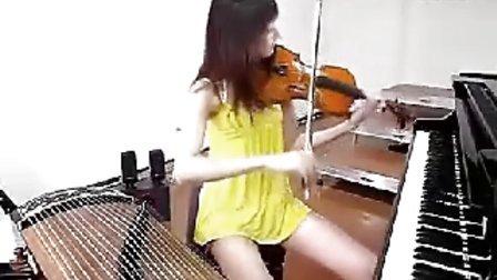 性感美女三效合一谈钢琴拉二胡自拍搞笑