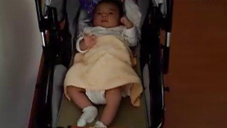 【一个多月大】7-2宝宝坐童车