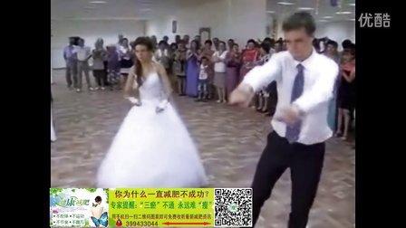 实拍婚礼现场新郎新娘搞笑才艺表演