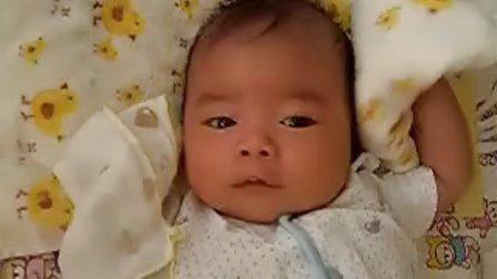 【一个多月大】7-3宝宝吐了口奶水