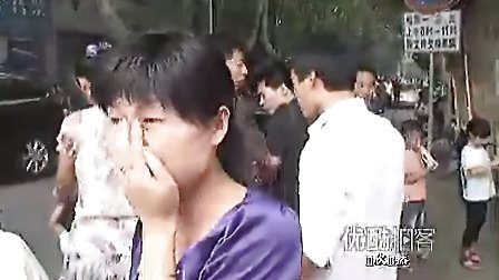 残疾父亲泪散街头