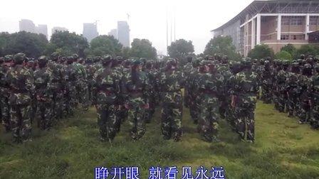 2011湖南大众传媒学院电广传媒系电视节目与制作新媒体1101班军训留念