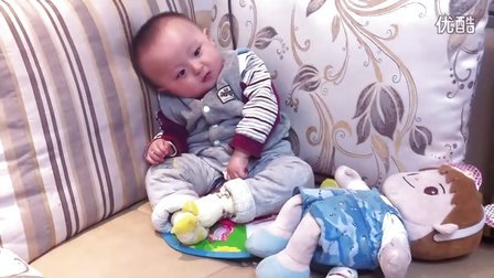 【甄袭生活】可爱宝宝贾琅然懒洋洋的玩耍