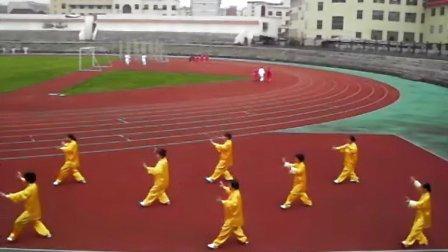 龙丹艳等人晨练32式太极拳