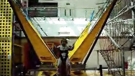 寶貝妞在北京華聯萬柳四樓 玩蹦床