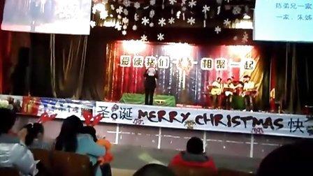 [拍客]小伙子面对千人会场表达忏悔,武汉22012圣诞节平安夜基督教内部晚会