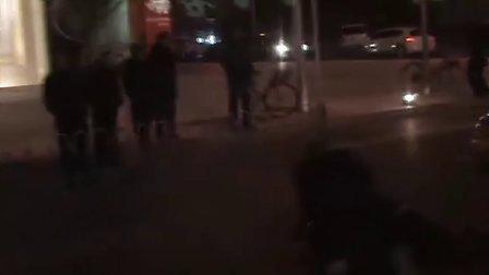 记录:北京一出租车撞倒女士
