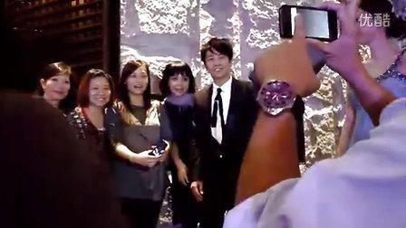 孙耀威上海举行的Christian AudigierDOZO之夜 签名合影