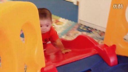 【13个月大】7-7哈哈在游乐场玩球球,滑滑梯IMG_0259