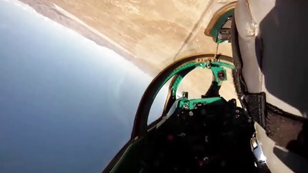MiG-21军用战斗机第一视角特技飞行
