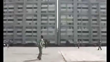 国外街头惊现少林足球!!!!.