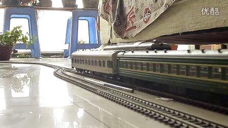 建设型蒸汽机车模型牵引检修车运行